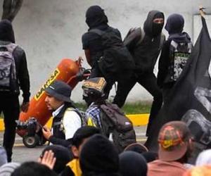 Enfrentamientos entre encapuchados y SSP en el Aeropuerto