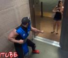Mortal Kombat en el elevador