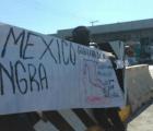 Toman casetas de la México-Acapulco en solidaridad con Ayotzinapa