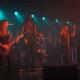 ¡Ouch! Músico metalero casi pierde el testículo en pleno concierto