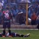 Futbolista peruano casi pierde la vida al caerle un rayo en la cancha