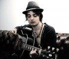 "Pete Doherty lanza ""Flags of the Old Regime"", un sencillo dedicado a Amy Winehouse"