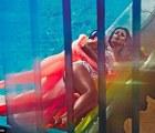Kim Kardashian posando con una...¡¿sex doll?!