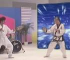 Con todo el poder de los 80's llega hasta nosotros el nuevo video Alex Ferreira