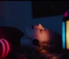 """El placer de bailar a solas en """"Lonely Town"""", el nuevo video de Brandon Flowers"""