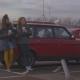 Únete al solitario viaje de dos chicas en el nuevo video de Kindness