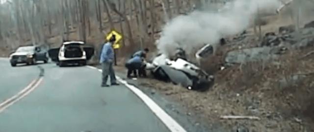 Rescatan a mujer inconsciente antes de que explote su auto