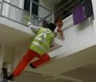 Vídeo: Albañil rescata a niña de tres años de la muerte