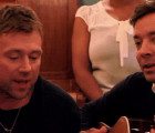 "Mira a Blur interpretando ""Tender"" con Jimmy Fallon"
