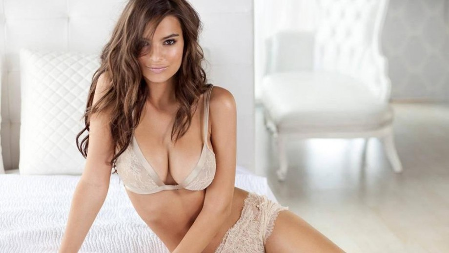 Emily-Ratajkowski-is-the-woman-of-2013-380387338