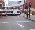 Ciclistas también tienen que respetar señales víales... por esto