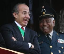 Felipe Calderón y secretario de la Defensa Nacional