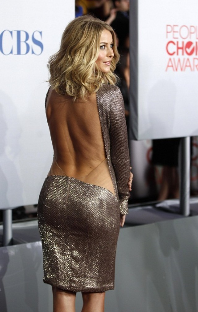 Actress Julianne Hough poses as she arrives at the 2012 People's Choice Awards in Los Angeles