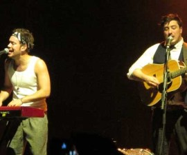 mumford_and_sons_live_ARIA_261012_09_640x360