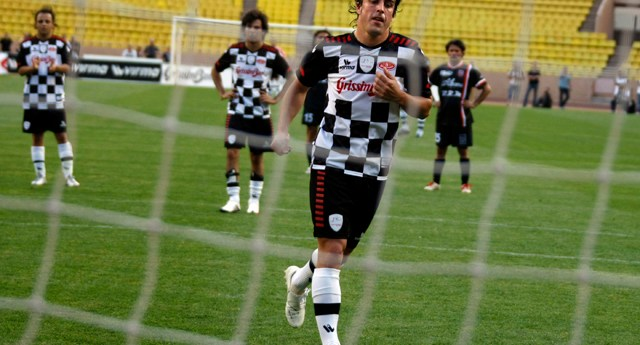 Ferrari Formula One driver Alonso runs after scoring from a penalty during a charity soccer match at Louis II stadium in Monaco -0XVA0874.jpg-
