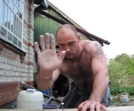 hombre martillo 1