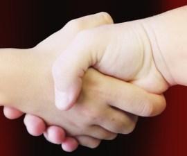 manos unidas juntas