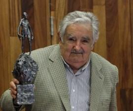 Un-Mujica-comedido-muestra-su-apoyo-a-Mexico-en-este-momento-dificil