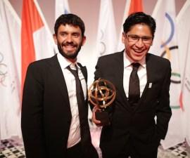 foto premio santiago arau