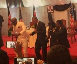 obama bailando áfrica