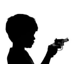 niño pistola