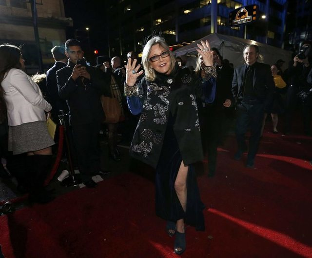 "Actress Carrie Fisher gestures as she arrives at the premiere of ""Star Wars: The Force Awakens"" in Hollywood, California December 14, 2015. REUTERS/Mario Anzuoni"