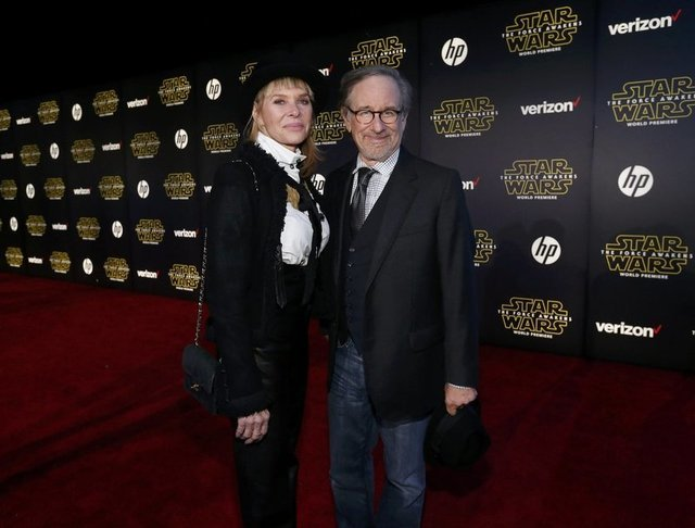"Director Steven Spielberg and his wife, actress Kate Capshaw, arrive at the premiere of ""Star Wars: The Force Awakens"" in Hollywood, California December 14, 2015. REUTERS/Mario Anzuoni"