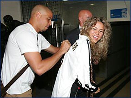 ... fotos de Shakira junto a Zinedine Zidane, entrenador del Real Madrid