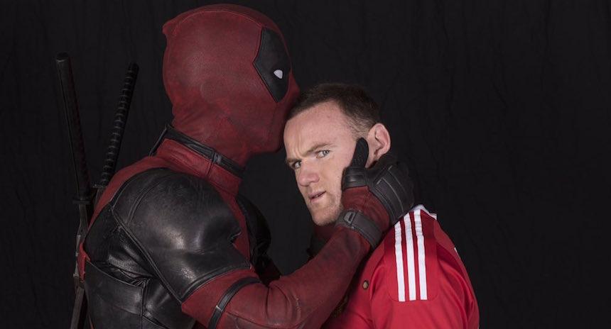 Deadpool hace un gol para el Manchester United
