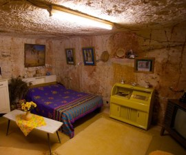 coober-pedy-bedroom