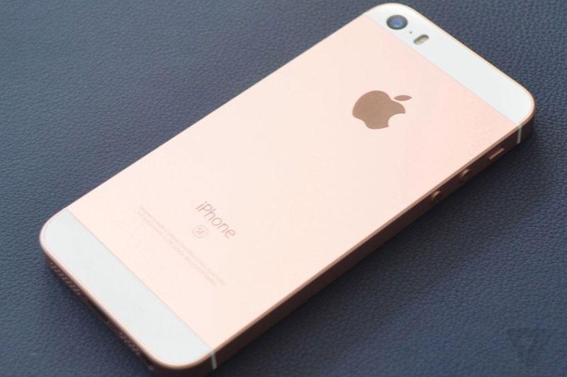Primer vistazo al iphone se el peque o gigante de los for De donde es el telefono