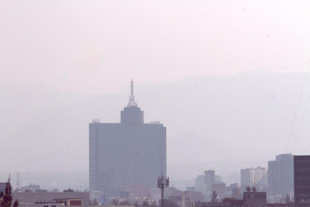 60405153. México, 5 Abr. 2016 (Notimex-Nicolás Tavira).- La Fase 1 de Contingencia entró en vigor esta tarde, durante el primer día de aplicación del programa Hoy No Circula temporal y actualizado, al alcanzar el nivel de ozono los 156 puntos Imeca en la zona suroeste del valle de México. NOTIMEX/FOTO/NICOLÁS TAVIRA/NTA/ENV/