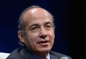 Felipe Calderón dona su pensión a asociación para niños con cáncer