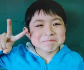 niño bosque japon