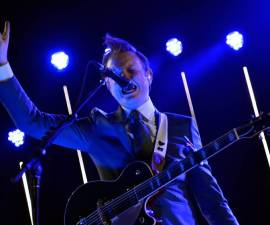 Two Door Cinema Club se inspiro en David Bowie y Prince para su nuevo disco