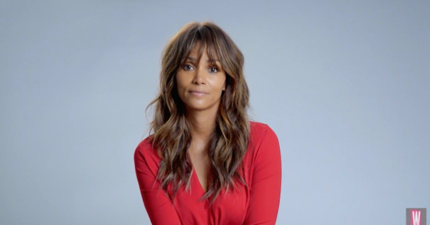 halle berry lee de forma dramatica Opps I Did It Again