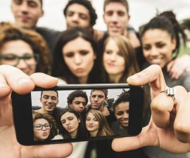 millenials-grupo-selfie