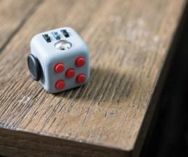 Fidget Cube, un pequeño aparato que nos ayuda liberar el estrés
