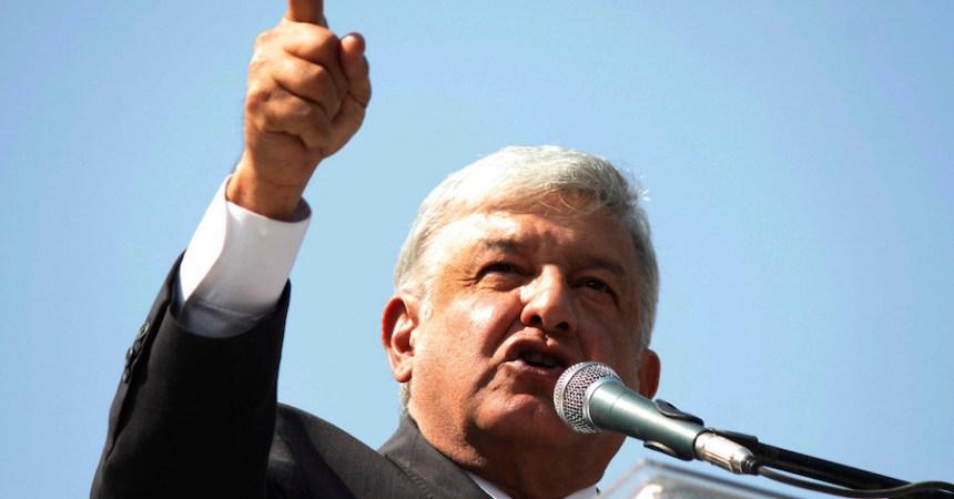 Andrés Manuel López Obrador señaló que en caso de ganar la demanda contra The Wall Street Journal, donará el dinero a niños migrantes