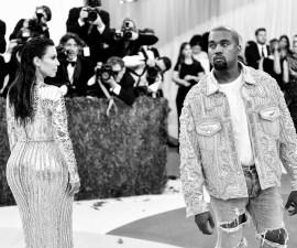 Un fan intentó trepar el escenario volador de Kanye West en Atlanta.