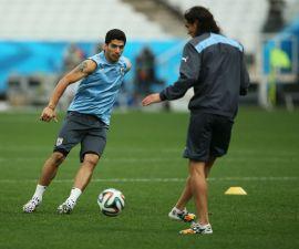Suarez y Cavani se alistan para el duelo en Montevideo