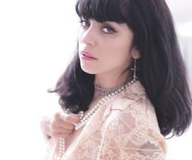 Entrevista con Mon Laferte previo a su presentación acúsitica en los Latin Grammy.