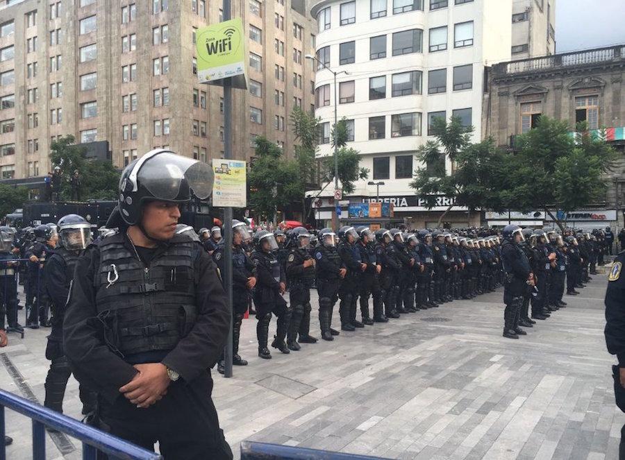 policia-bellas-artes-marcha-renunciaya-pena-nieto