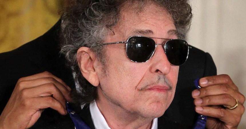 Bob Dylan irá a la ceremonia del Premio Nobel de Literatura... en caso que pueda