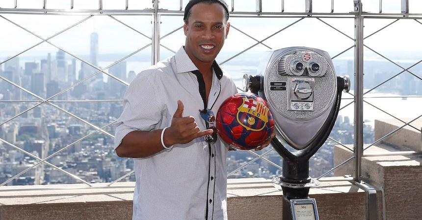 Ronaldinho no se presentó a su primer día de trabajo en el Barcelona