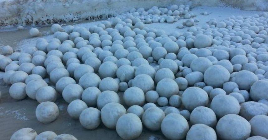 bolas-nieve-playa-rusia
