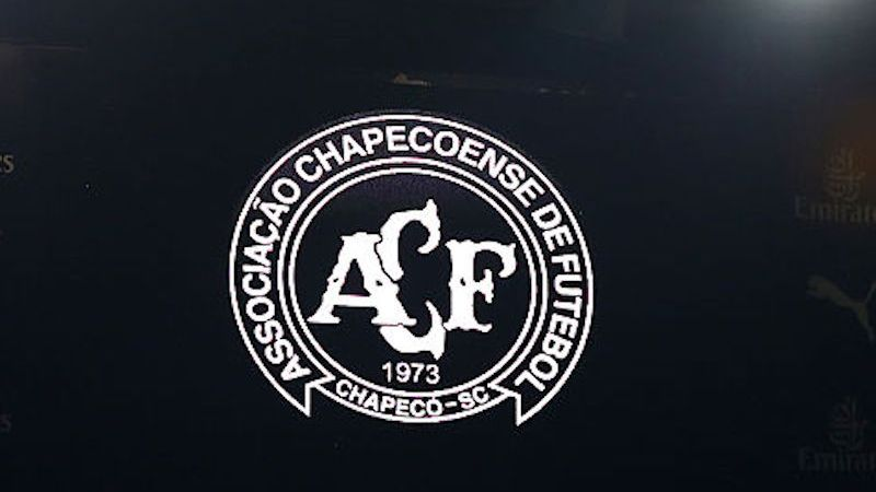 Chapecoense logo en Emirates Stadium