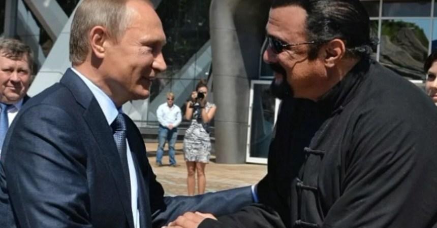 Putin entrega pasaporte ruso a Seagal