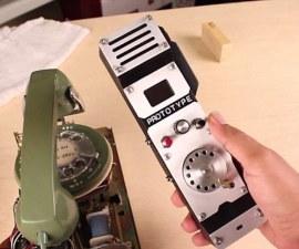 Un teléfono disco con un toque de modernidad
