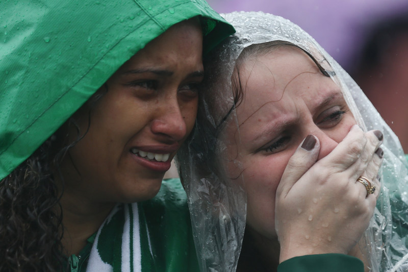 Un niño llora a los jugadores del Chapecoense